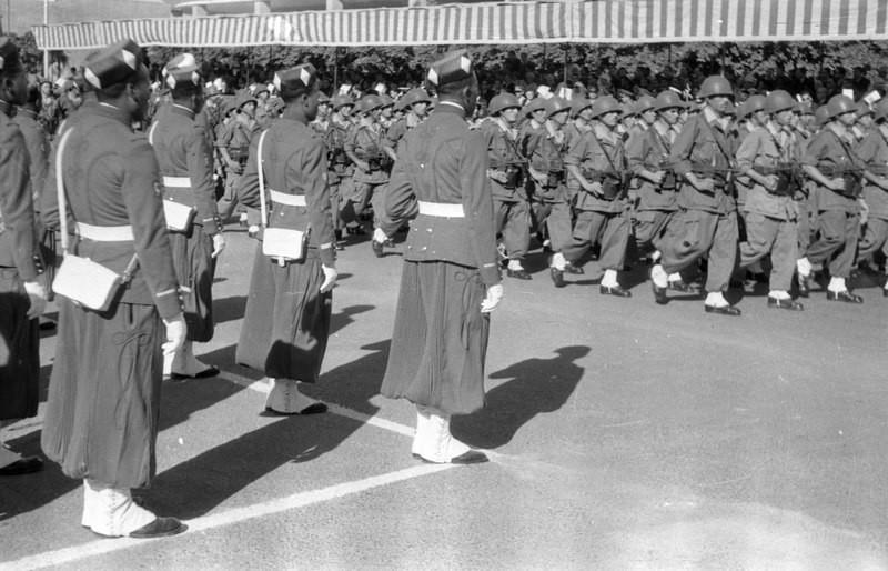Soldados marroquíes en un desfile. 1960