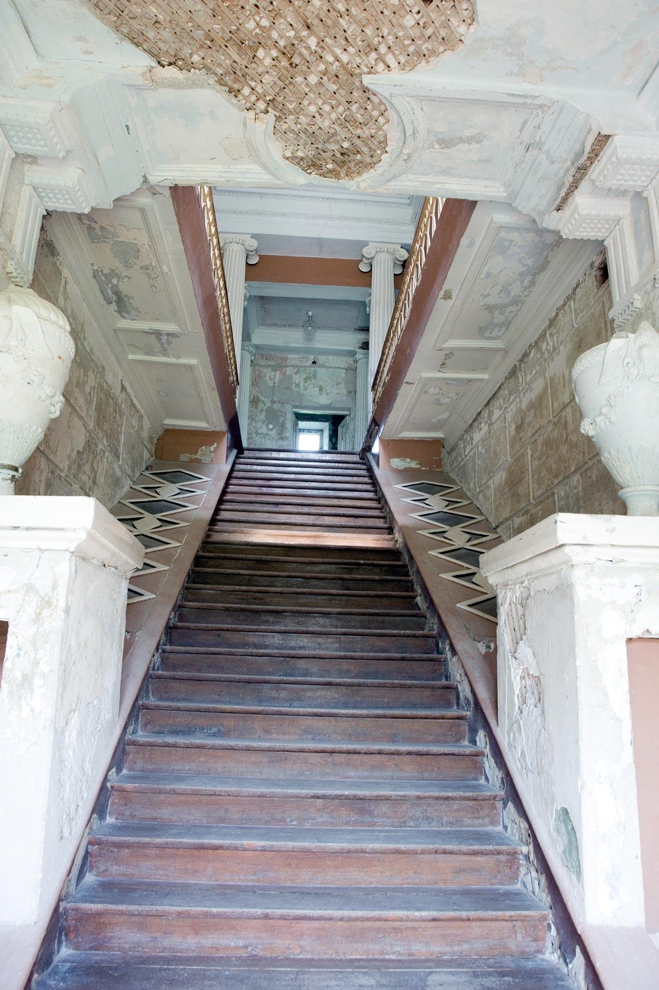 Znamenskoie-Rayok. Interior de la mansión. Escalera principal. 14 de mayo de 2010
