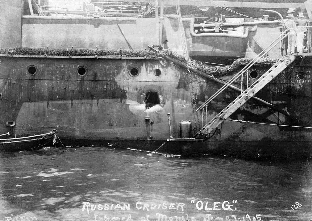 損害を受けたロシア帝国海軍の防護巡洋艦「オレーク」