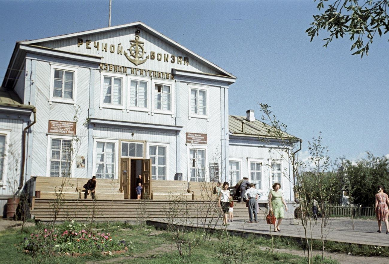 Terminal fluvial de pasajeros de Salejard, 1964.