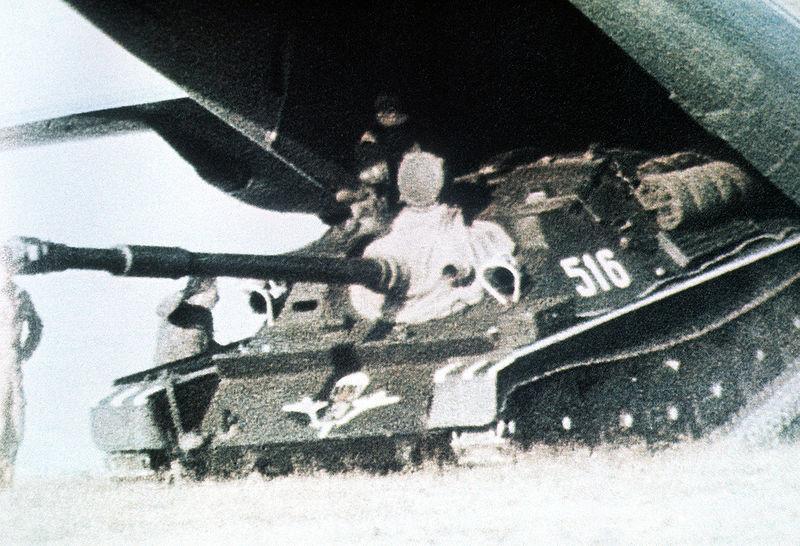 Despliegue de un cañón autopropulsado antitanque ASU-85