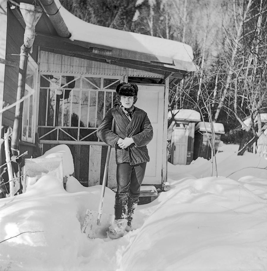 Spalando la neve in dacia