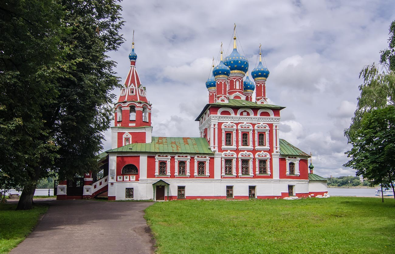 Church of St. Demetrius on Blood in Uglich (17th century) marks the place where Dmitry was killed.