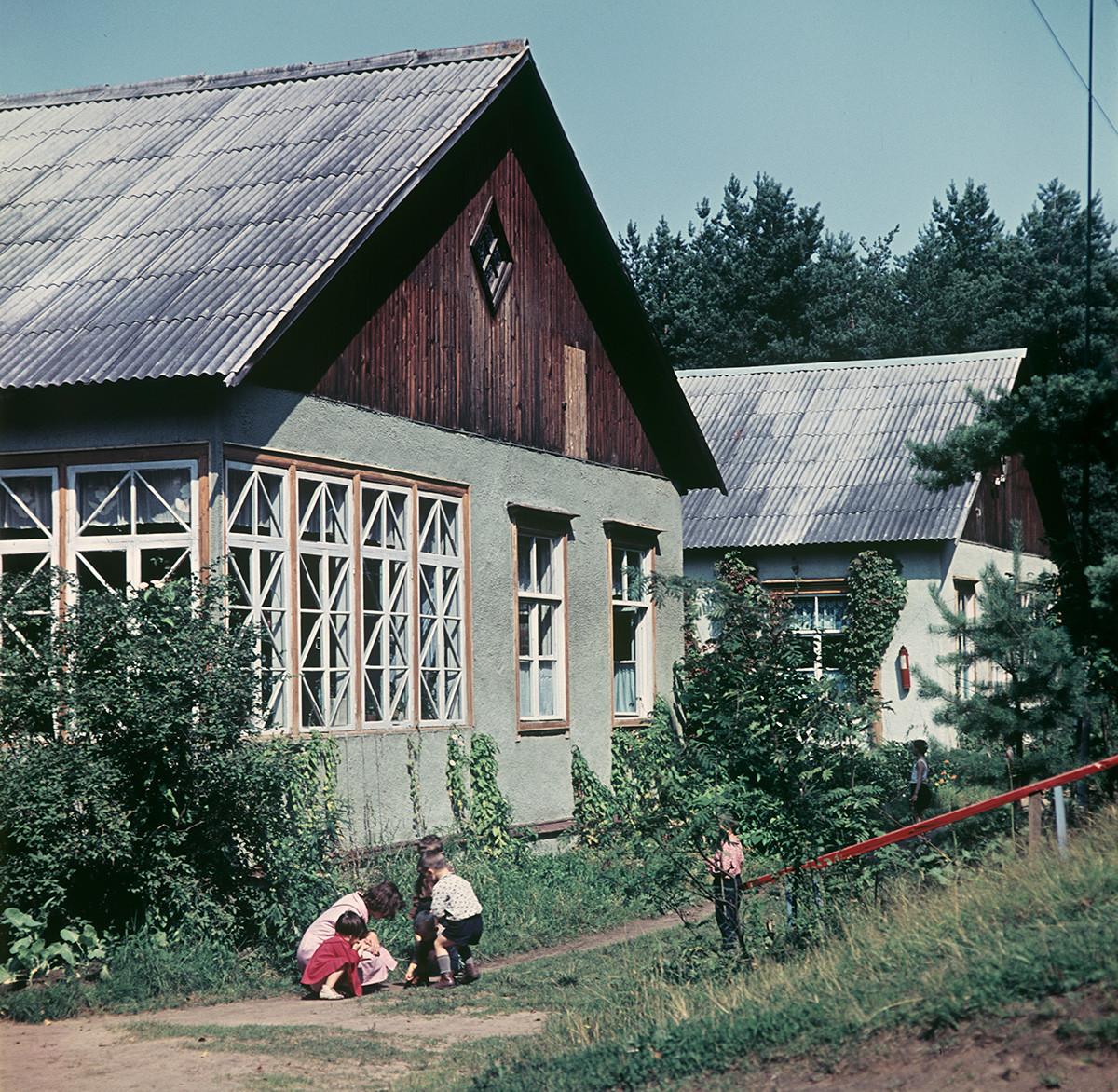 Eine Datscha-Siedlung außerhalb von Moskau.