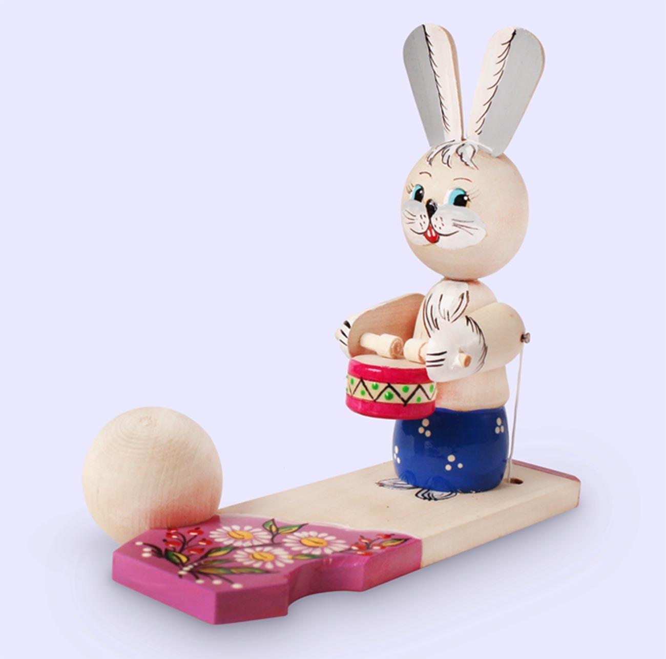 Заяц-барабанщик. Музей богородской игрушки.