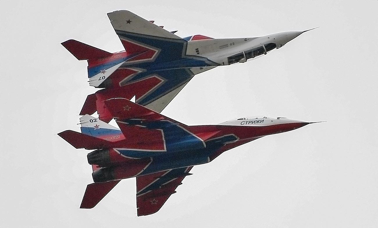 """Авиони МиГ-29 пилотске групе """"Стрижи"""" на Међународном војнотехничком форуму""""Армија-2019""""."""
