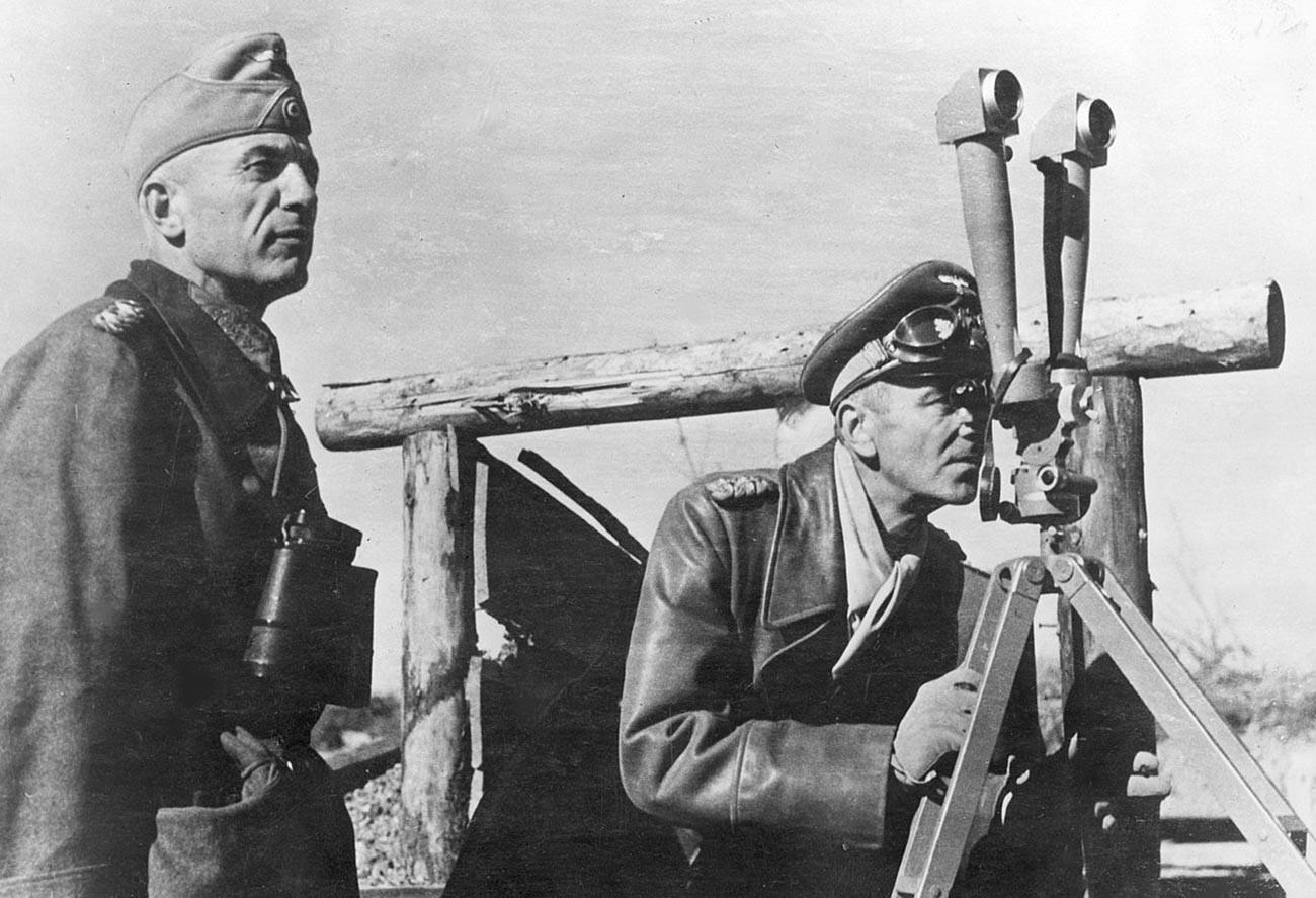 Фридрих Паулюс (справа).