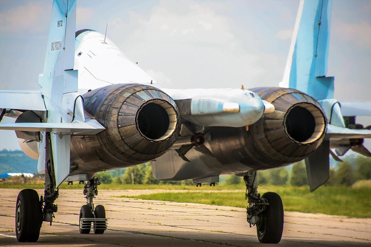 Su-30SM. Priprema posade operativno-taktičke avijacije 14. gardijske zrakoplovne lovačke lenjingradske crvenoznamenske pukovnije reda Suvorova, 105. mješovite zrakoplovne divizije 6. lenjingradske krasnoznamenske zrakoplovne vojske i protuzračne obrane za vježbu u Tverskoj oblasti.