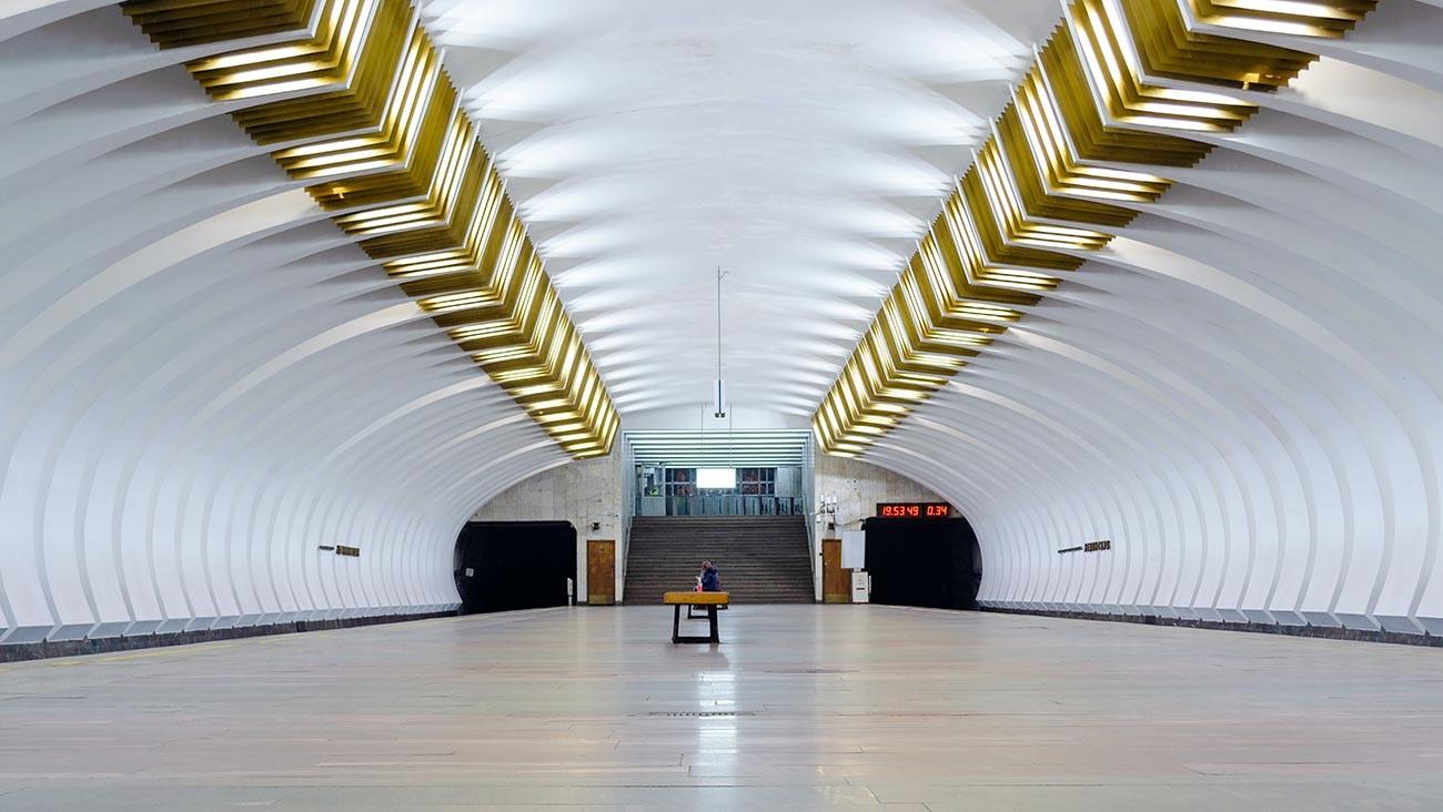 Leninskaya station.