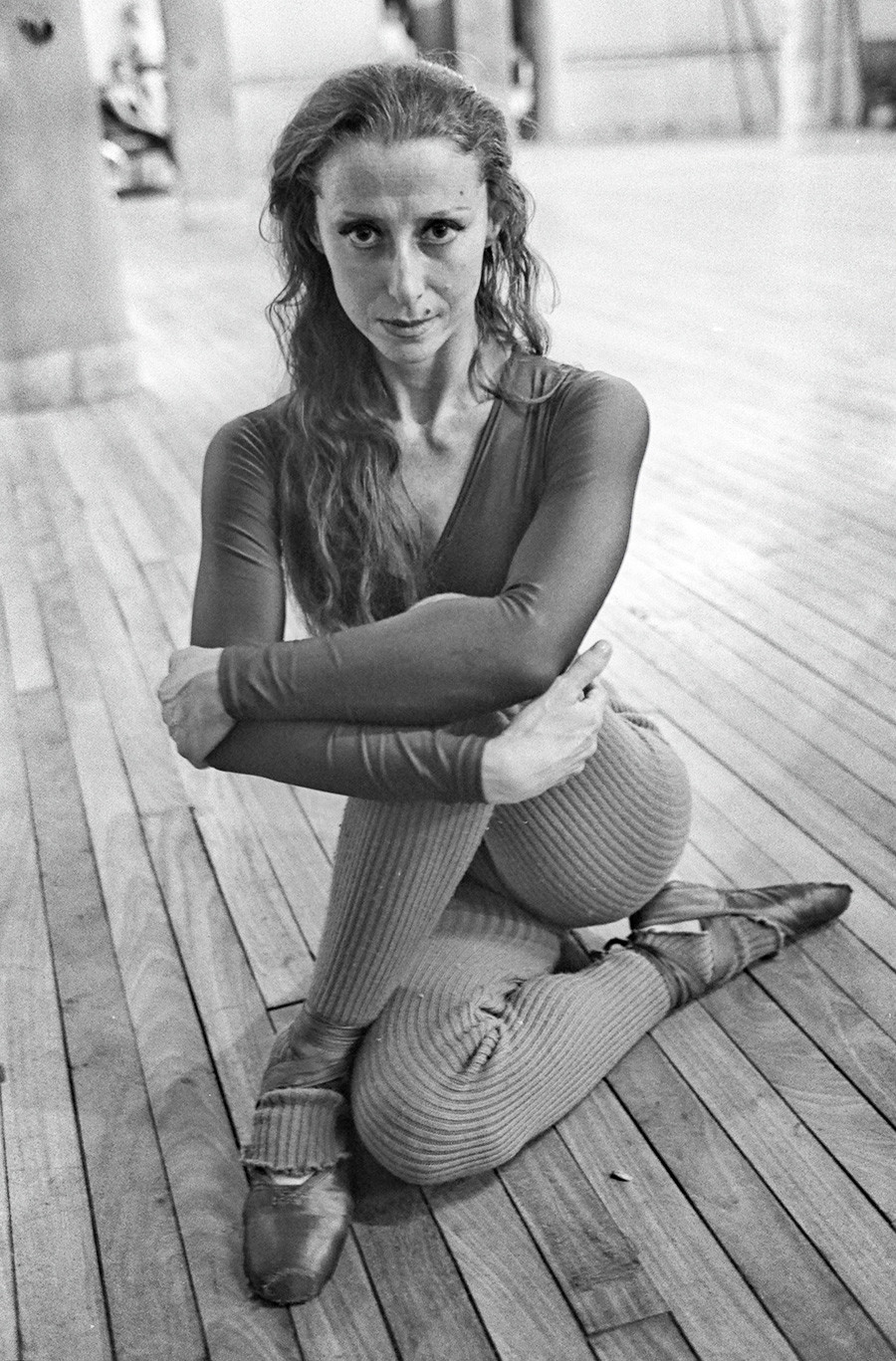 Maya Plisetskaya selama sesi latihan di Teater Colon, Buenos Aires, Argentina, 1976.