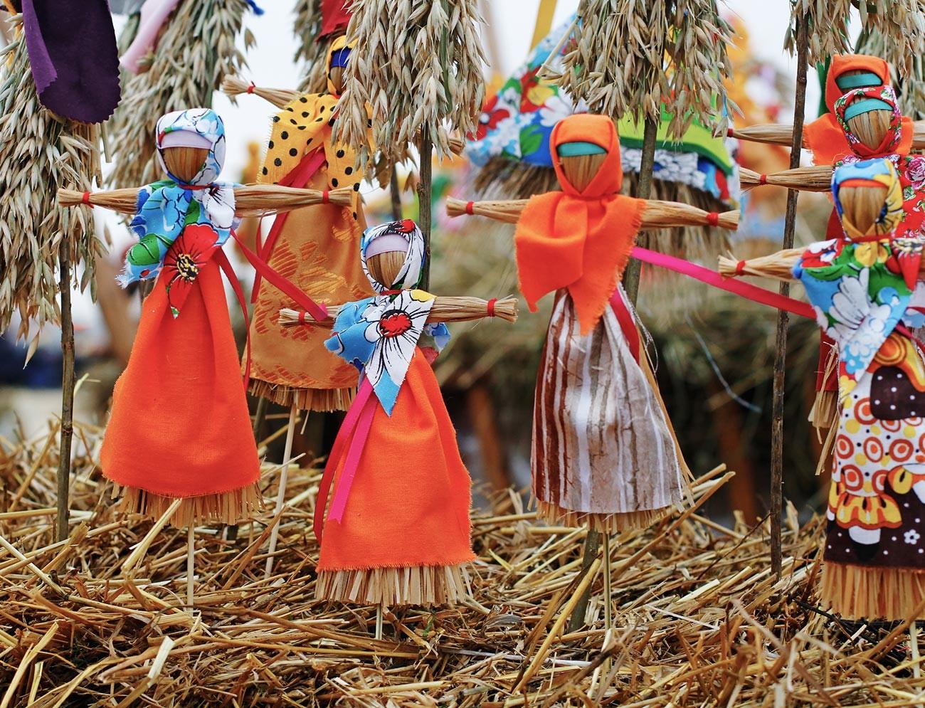 'Dancing' wicker dolls.