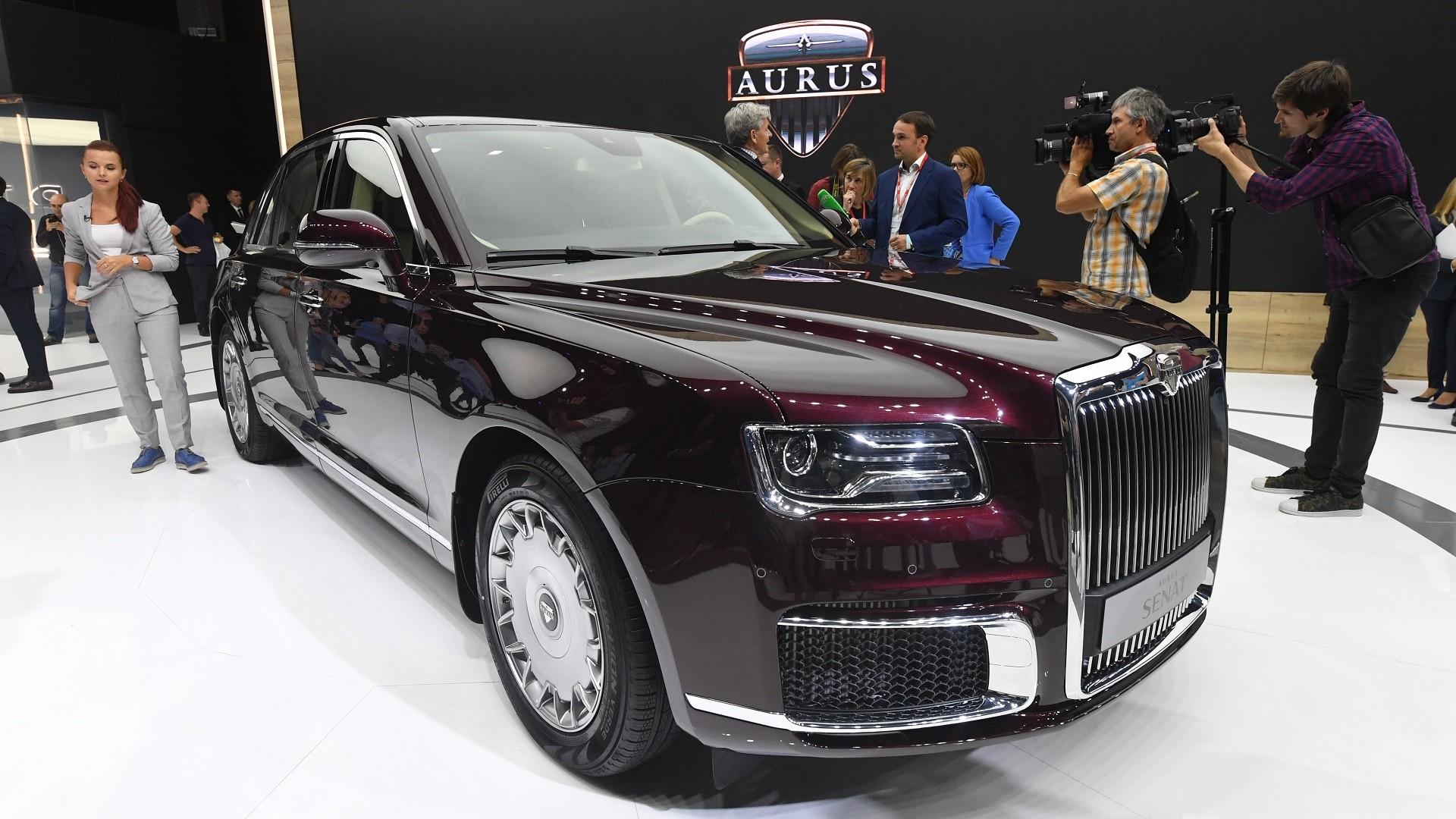 Présentation mondiale de la berline Aurus Senat au salon automobile international de Moscou, en 2018