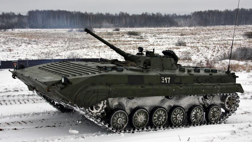 БМП-1 во 467 гардиски окружен центар за воена обука.