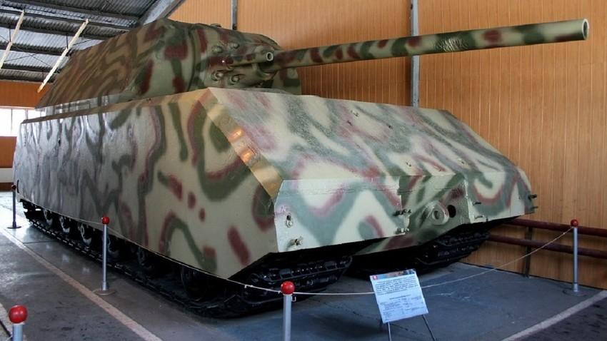 """Panzerkampfwagen VIII Maus (""""Панцер Маус""""), супертешки немачки тенк, Музеј тенкова, Кубинка."""