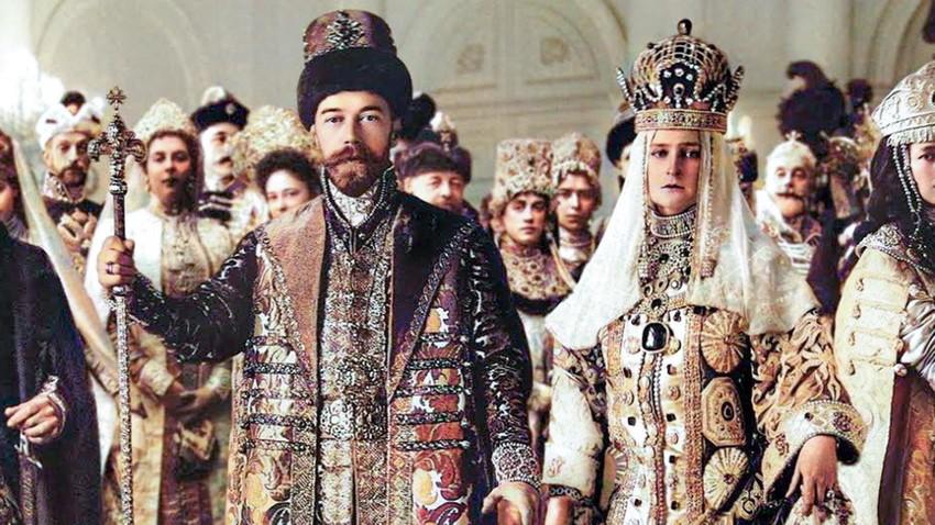 ロシアの伝統衣装を着た皇帝夫妻、ニコライ2世とアレクサンドラ・フョードロヴ、1913年