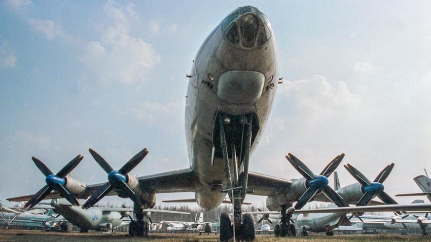 Passagierflugzeug TU-114, erstellt im Büro für experimentelle Konstruktion von A. N. Tupolew.