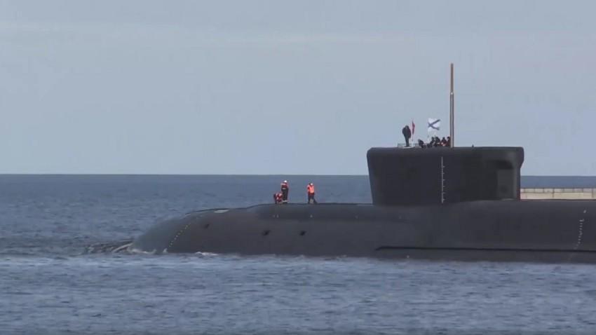 """Руската стратешка нуклеарна подморница """"Јуриј Долгоруки"""" од класата 955 """"Бореj"""" успешно тестираше четири интерконтинентални балистички ракети """"Булава"""" од Белото море."""