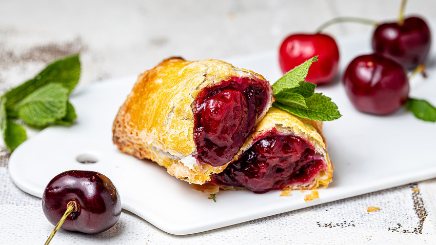 What's the secret of these cherry pies that are so adored in Russia?