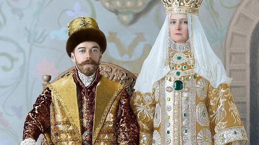 Kaisar Rusia Nikolai II dan Permaisuri Aleksandra Fyodorovna mengenakan pakaian penguasa Rusia abad ke-17 selama perayaan 300 tahun Dinasti Romanov, 1913.