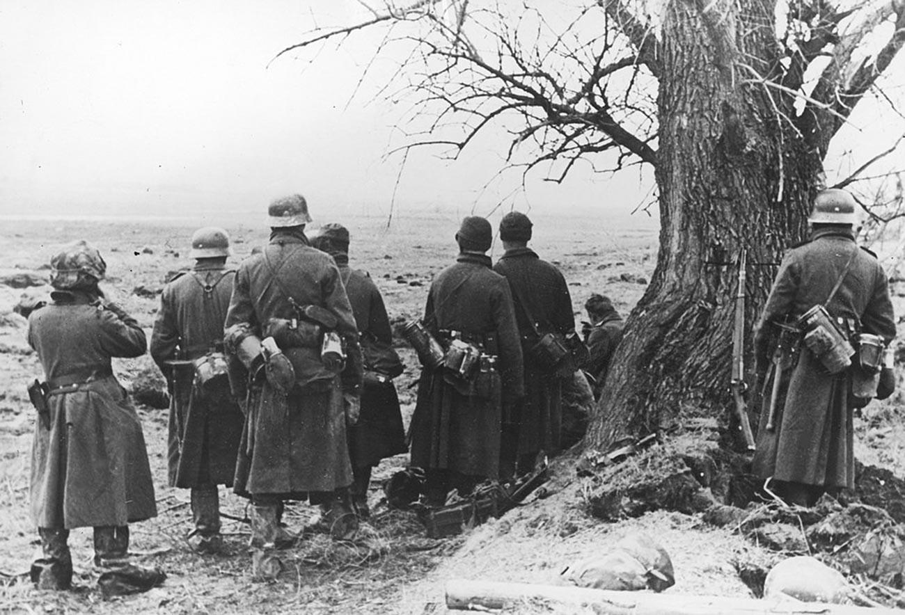 Soldats allemands près de Kharkov