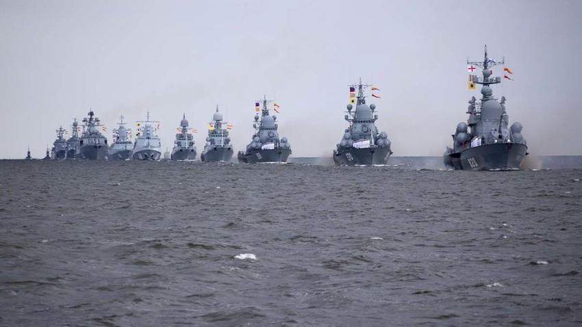 Поморска воена парада во Санкт Петербург, генерална проба во пресрет на Денот на Воената морнарица.