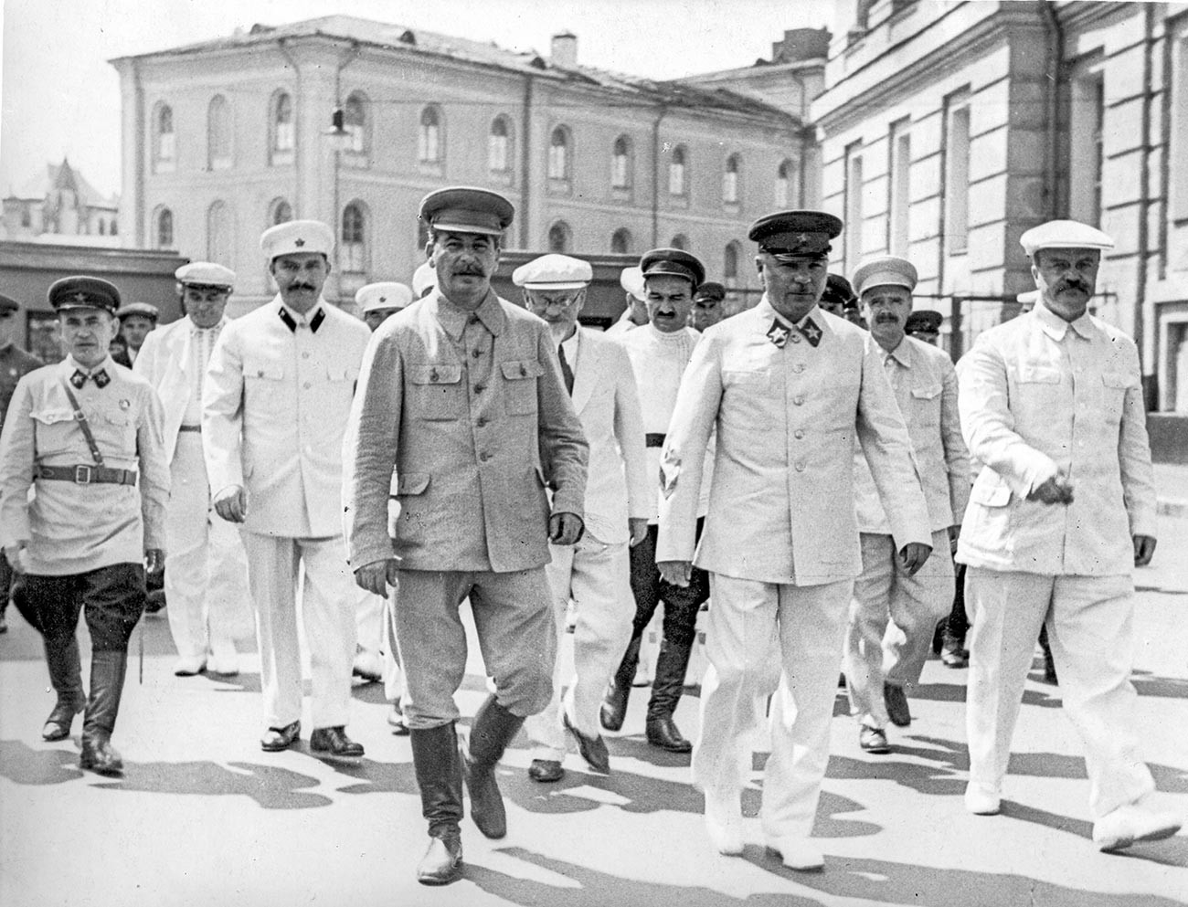 Во время парада в июле 1936 года.