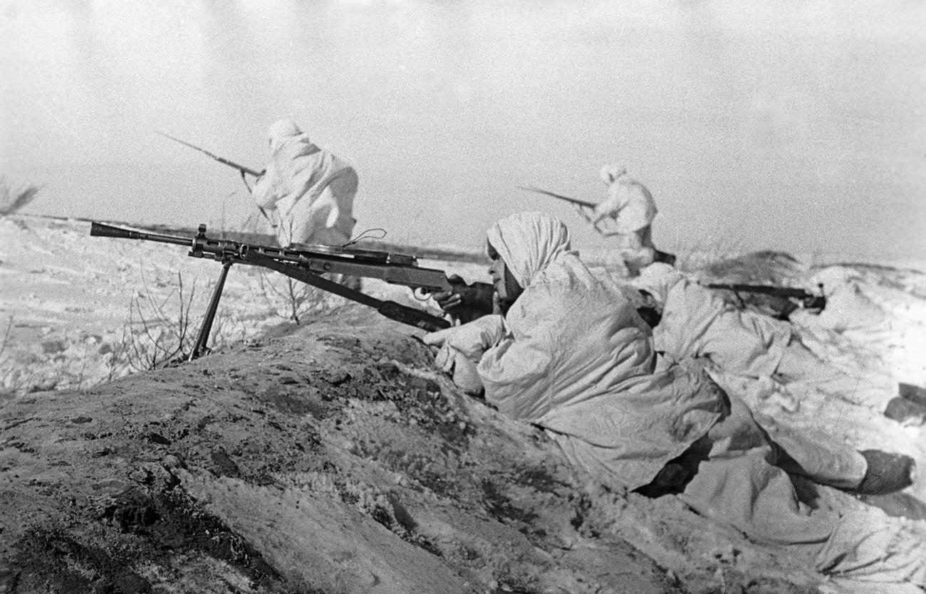 Sowjetische Infanterie während der Schlacht um Moskau.