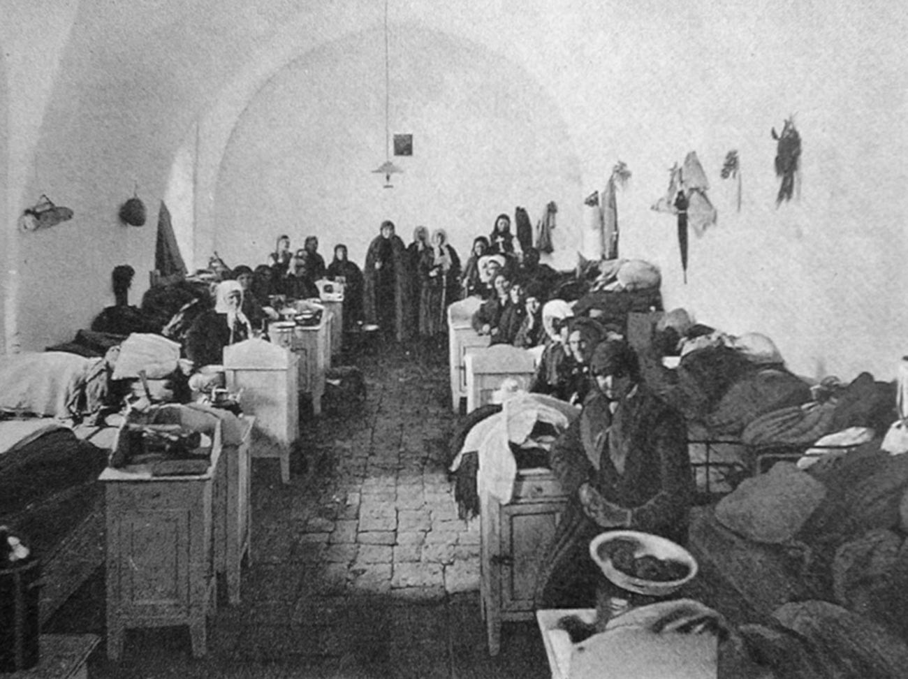 Руски православни поклоници у заједничким просторијама Маријинског подворја у Јерусалиму, 1907.
