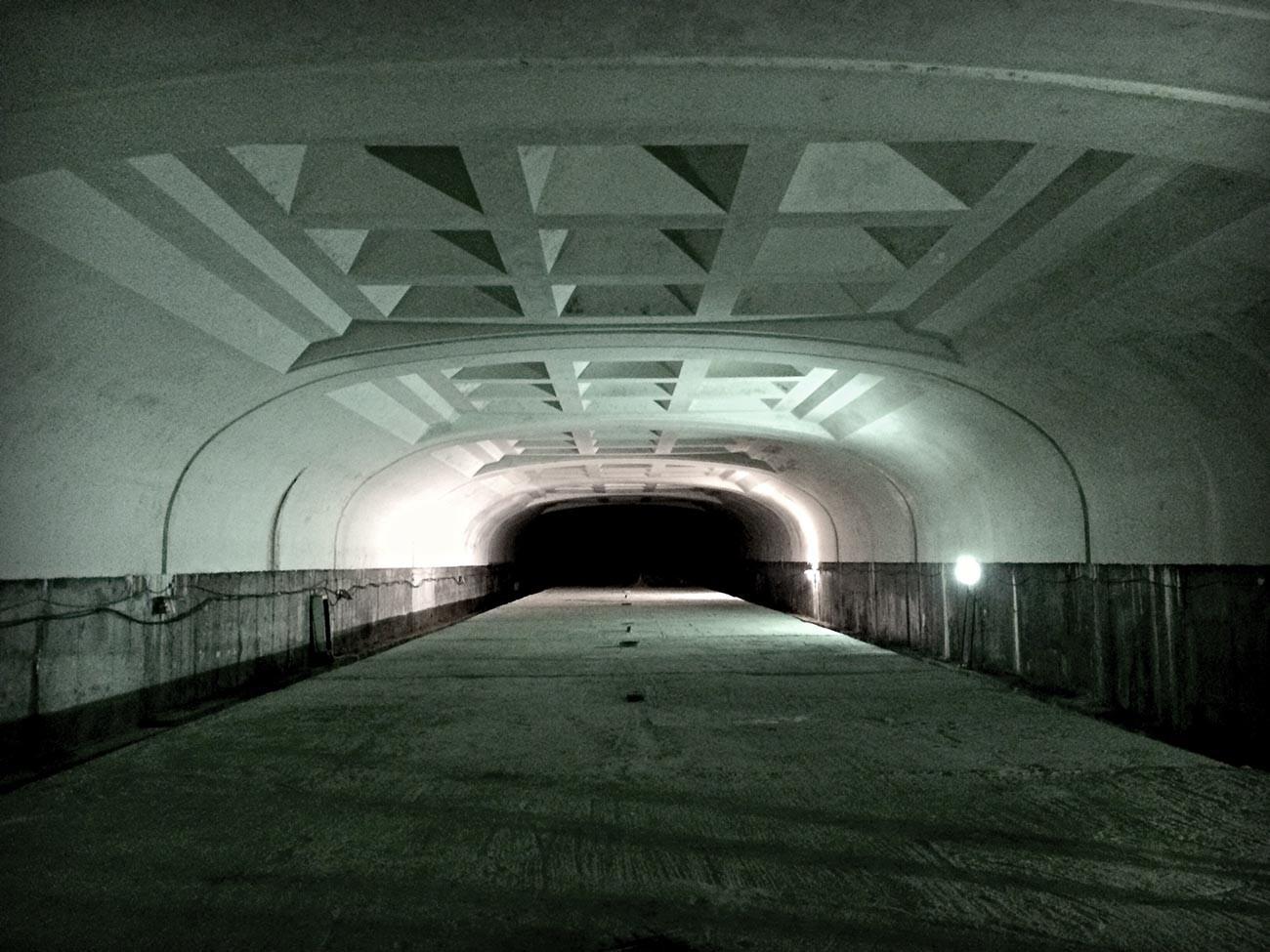 Podzemna postaja Biblioteka imeni Puškina v Omsku od znotraj.