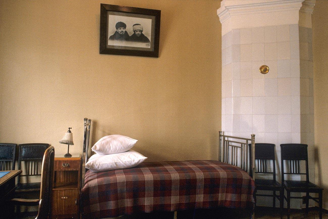 """Музеј """"Кабинет и стан В. И. Лењина у Кремљу"""" у Сенатском дворцу. Соба у којој је живео В. И. Лењин у петособном стану где је породица Владимира Иљича живела од 1918. до 1922."""