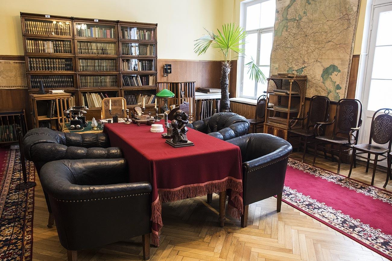 """Радни кабинет В. И. Лењина у музеју """"Кабинет и стан В. И. Лењина у Кремљу""""."""