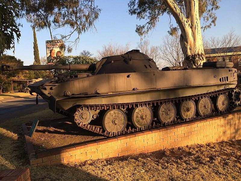 PT-76 tardío de las Fuerzas Armadas para la Liberación de Angola (FAPLA) en el Museo Sudafricano de Blindados, Bloemfontein.