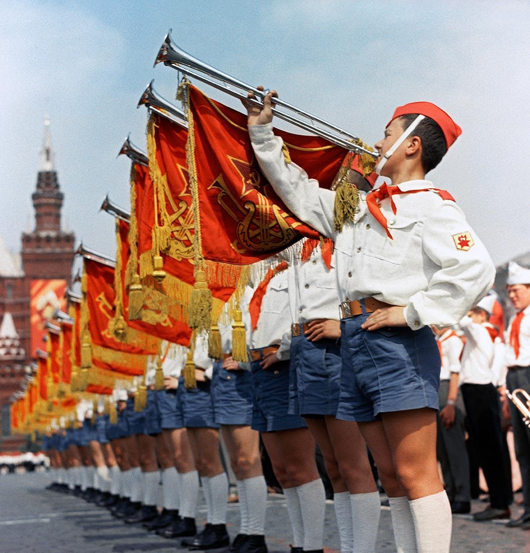 El acto está dedicado al 45º aniversario de la organización pionera.