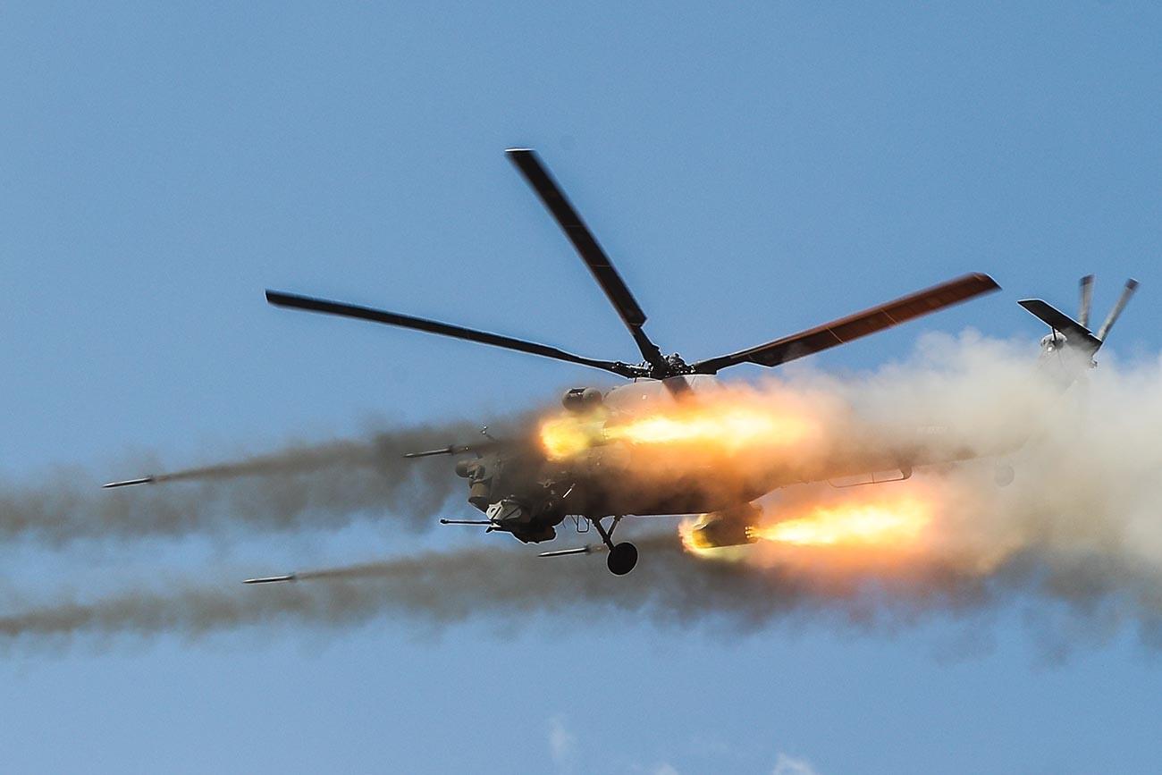 Jurišni helikopter Mi-28NM Nočni lovec na strateških vajah Center-2019 (poligon Donguz)