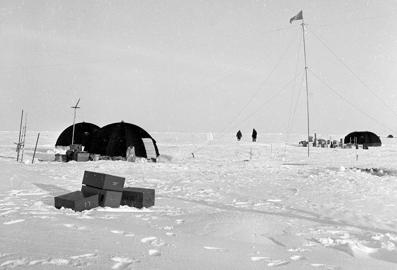 Советская научно-исследовательская дрейфующая станция «Северный полюс-9».