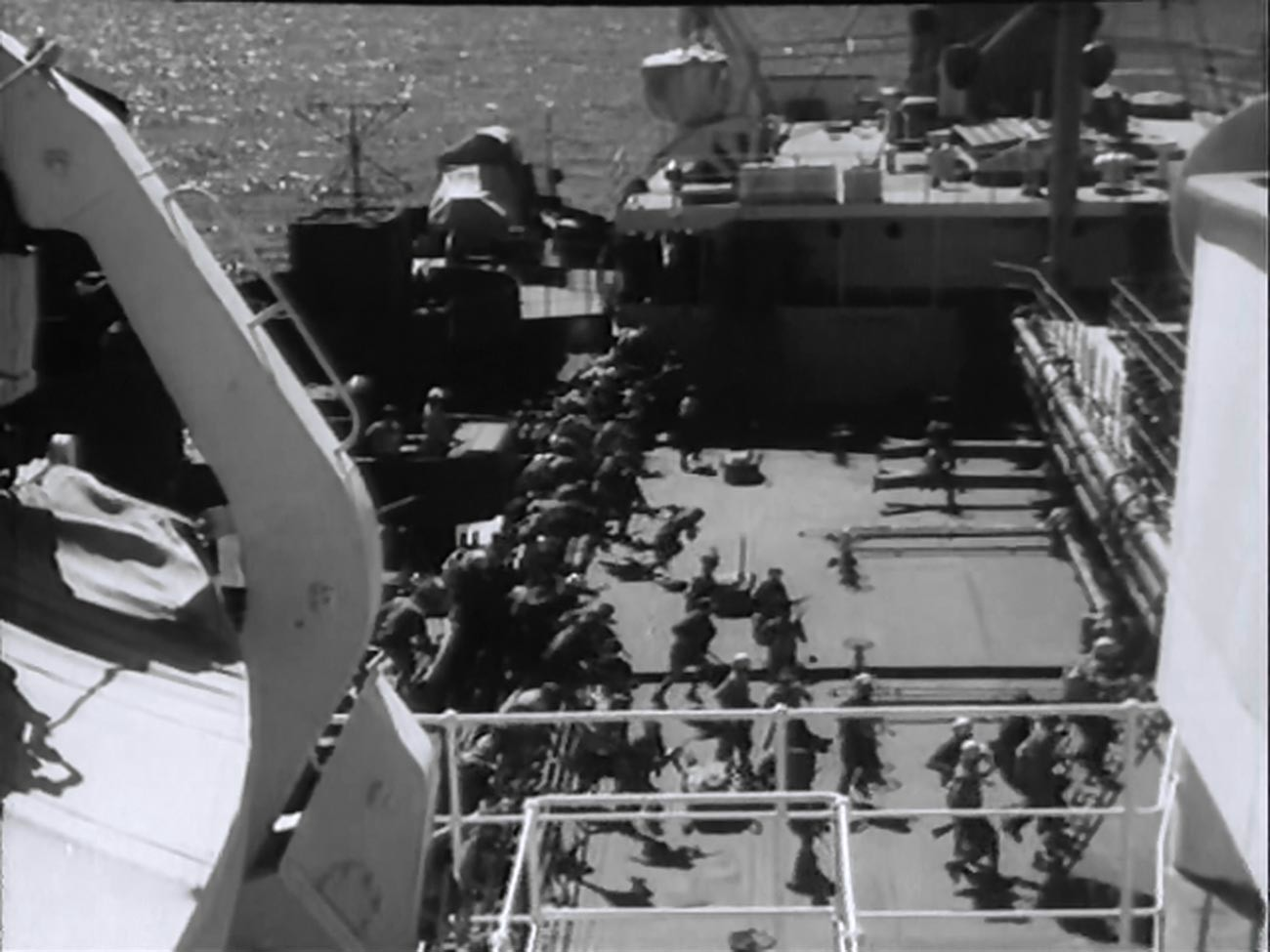 Foto adegan dari film Soviet 'CH. P. Chrezvychaynoye proisshestviye' ('Keadaan Darurat), yang diangkat dari kisah nyata penangkapan kapal tanker Soviet 'Tuapse'.