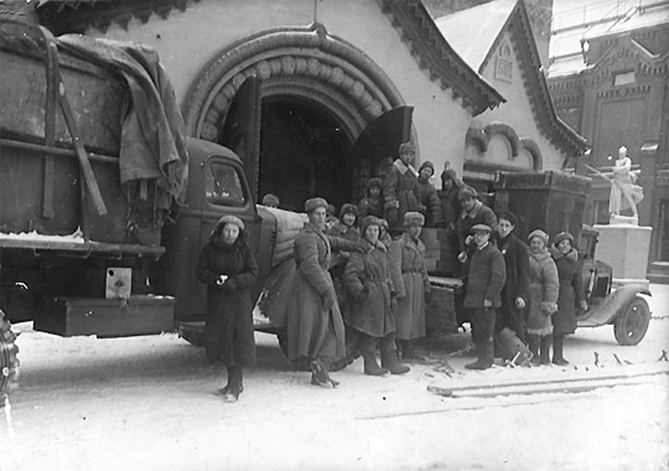Връщането на изнесените по време на войната колекции превз 1943 г.