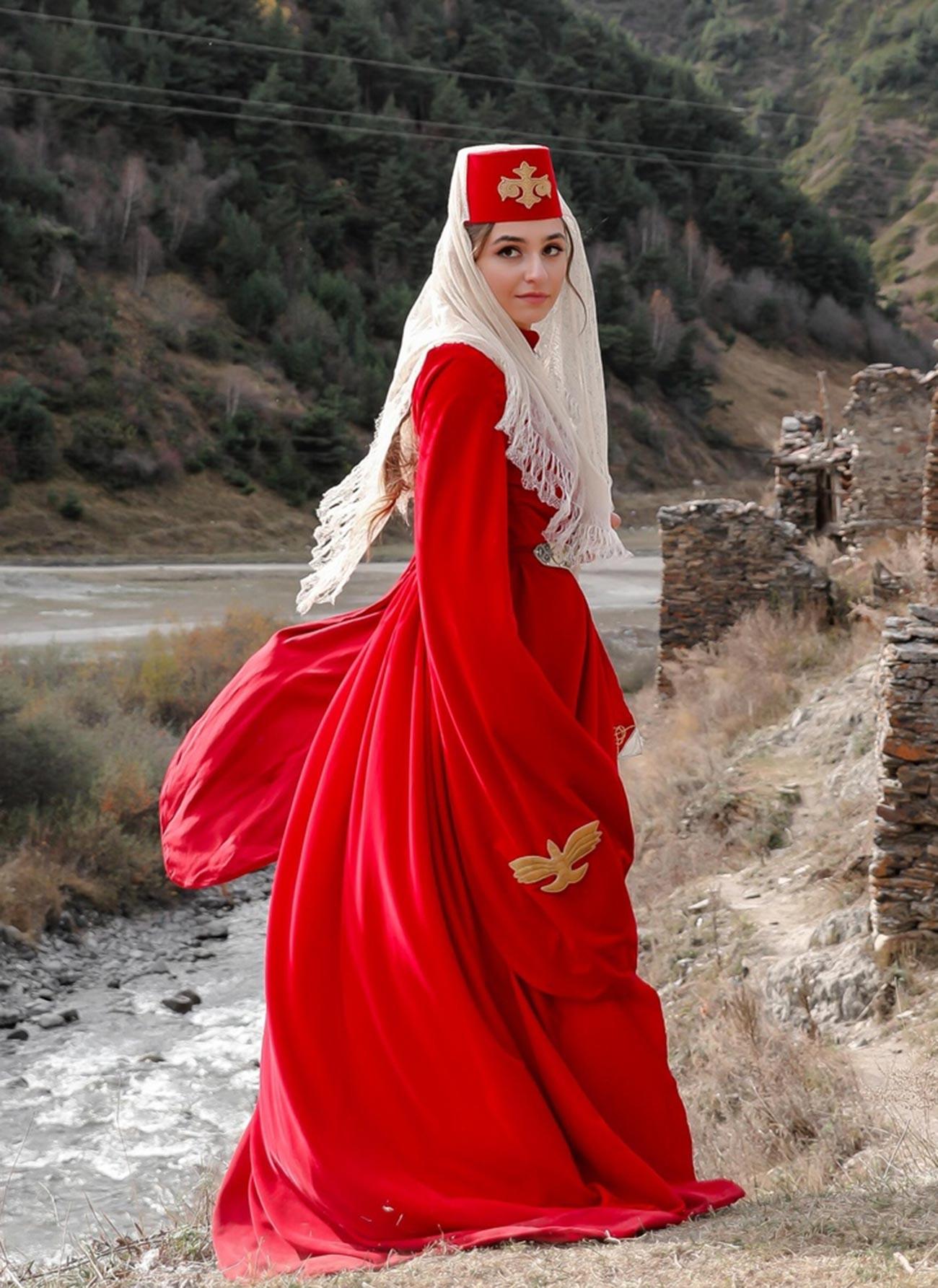Осетинский женский наряд.