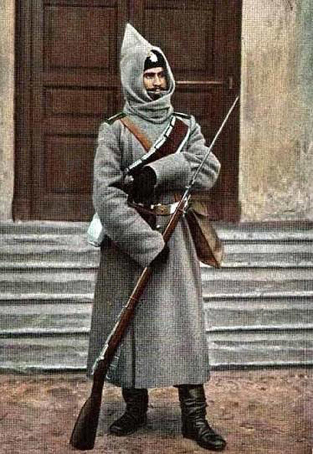 Башлык как деталь исторической военной формы.