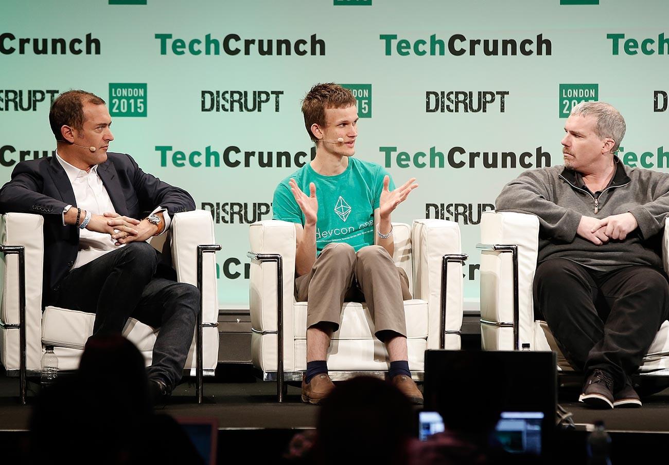Steve Waterhouse, Vitalik Buterin, dan Austin Hill selama acara TechCrunch Disrupt London 2015.