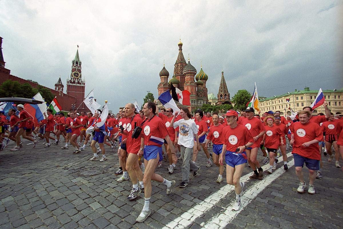 Teilnehmer eines internationalen Marathons in Moskau.