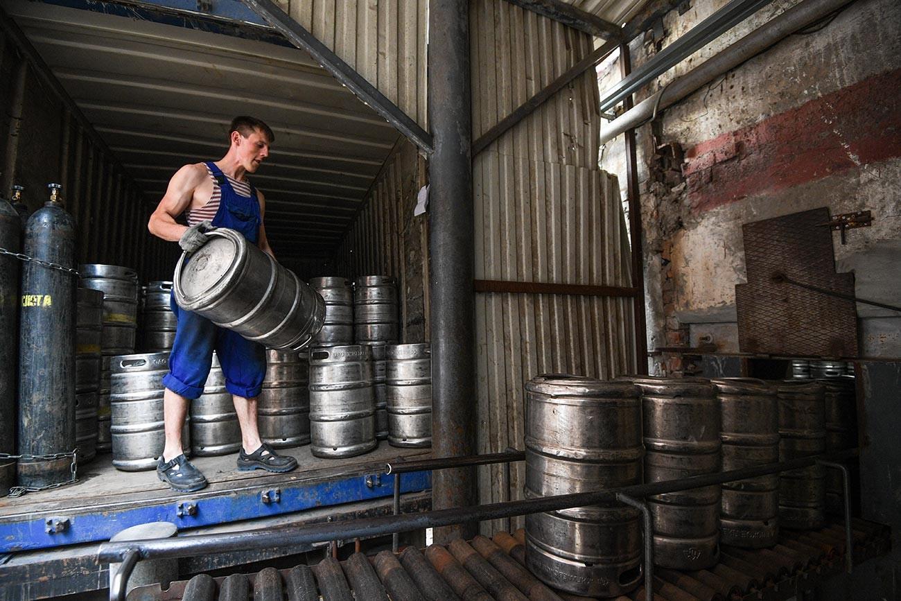 На Жигулевском пивоваренном заводе в Самаре.