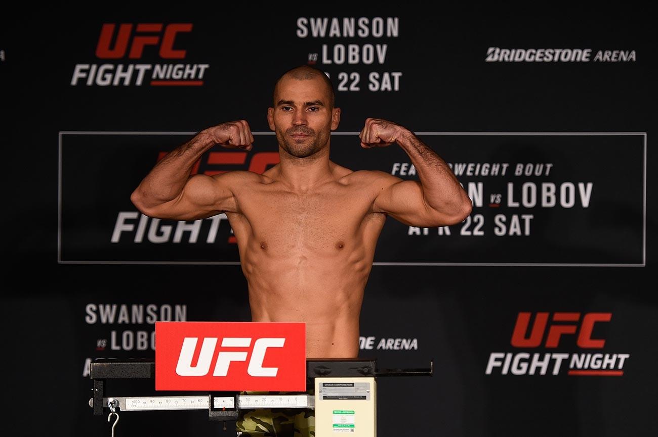 Артјом Лобов из Русије позира за време мерења на UFC Fight Night у Sheraton Music City хотелу у Нешвилу, Тенеси, САД.