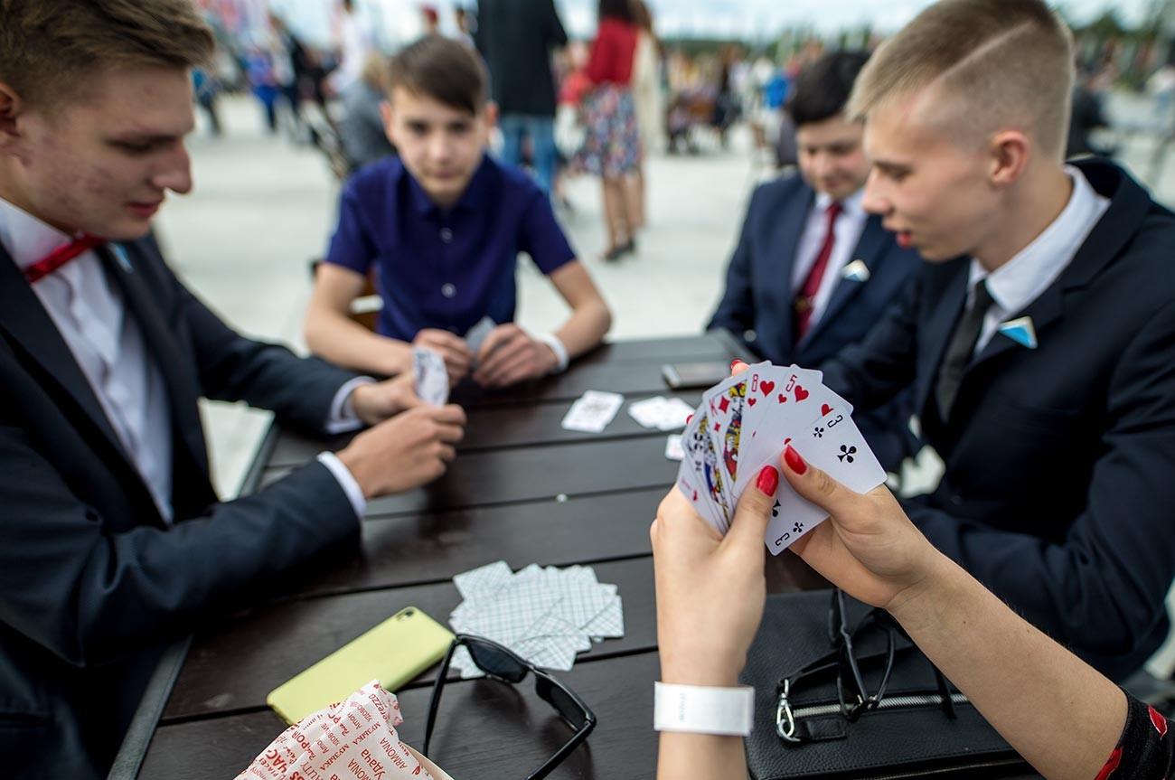 Durant une fête de fin d'année scolaire, au parc Patriot, près de Moscou