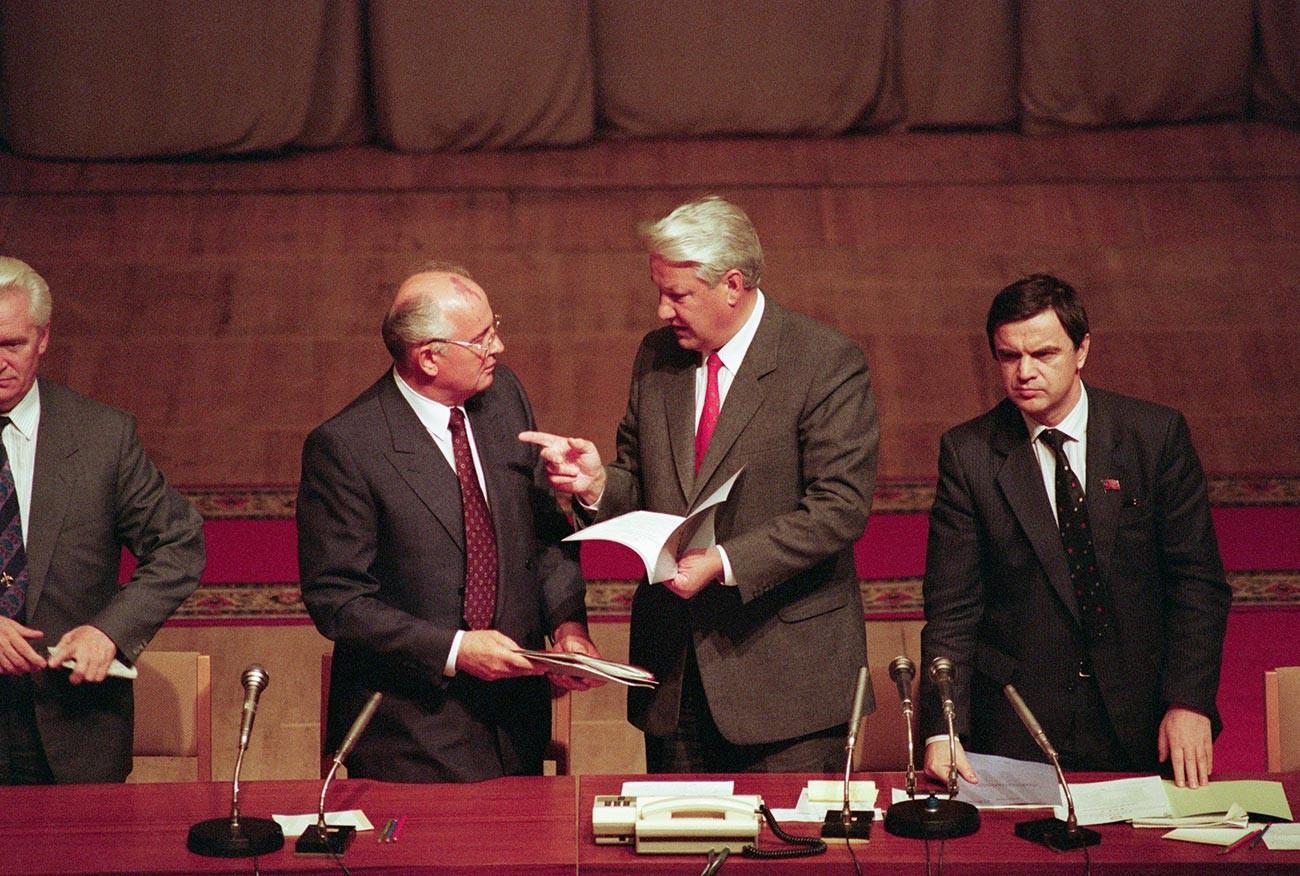 Gorbačov in Jelcin po neuspelem poskusu državnega udara