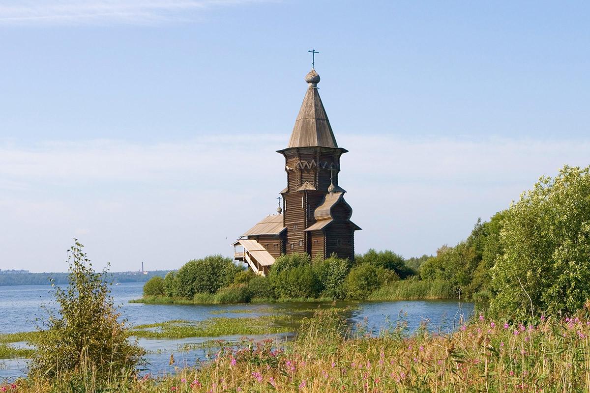Церковь Успения Пресвятой Богородицы на Онежском озере