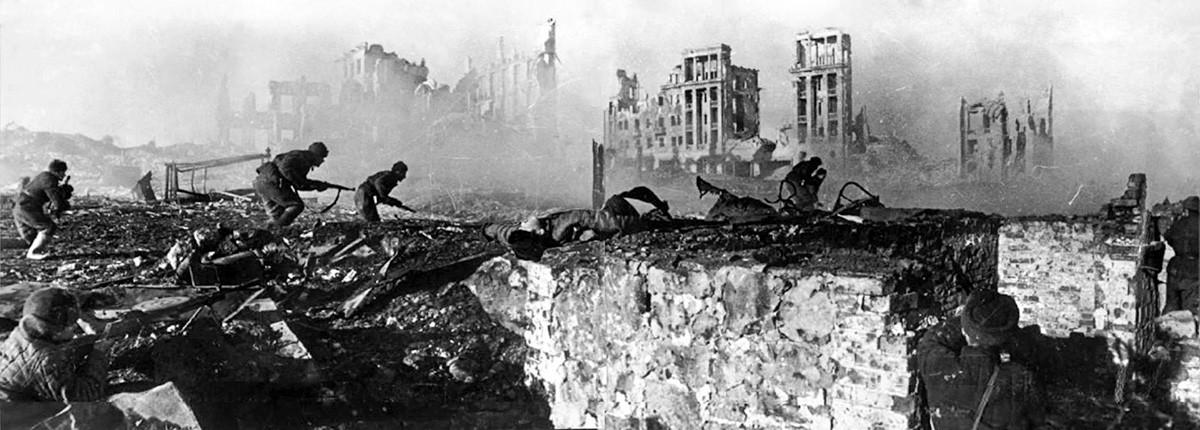 Sowjetische Infanterie in Stalingrad.
