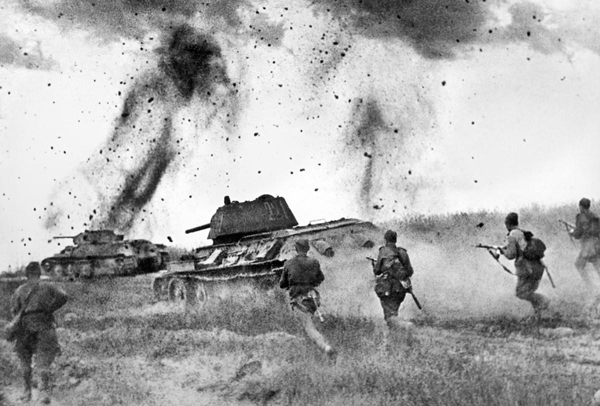 Angriff der sowjetischen Panzerarmee 5. Garde während der Schlacht von Kursk.
