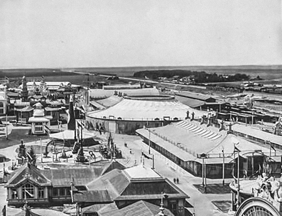 Rotunda in pravokotni paviljon - prva jeklena natezna konstrukcija na svetu velikega ruskega inženirja in znanstvenika Vladimirja Šuhova (1853-1939) leta 1896. Vseruska industrijska in umetniška razstava v Nižnem Novgorodu. 1896