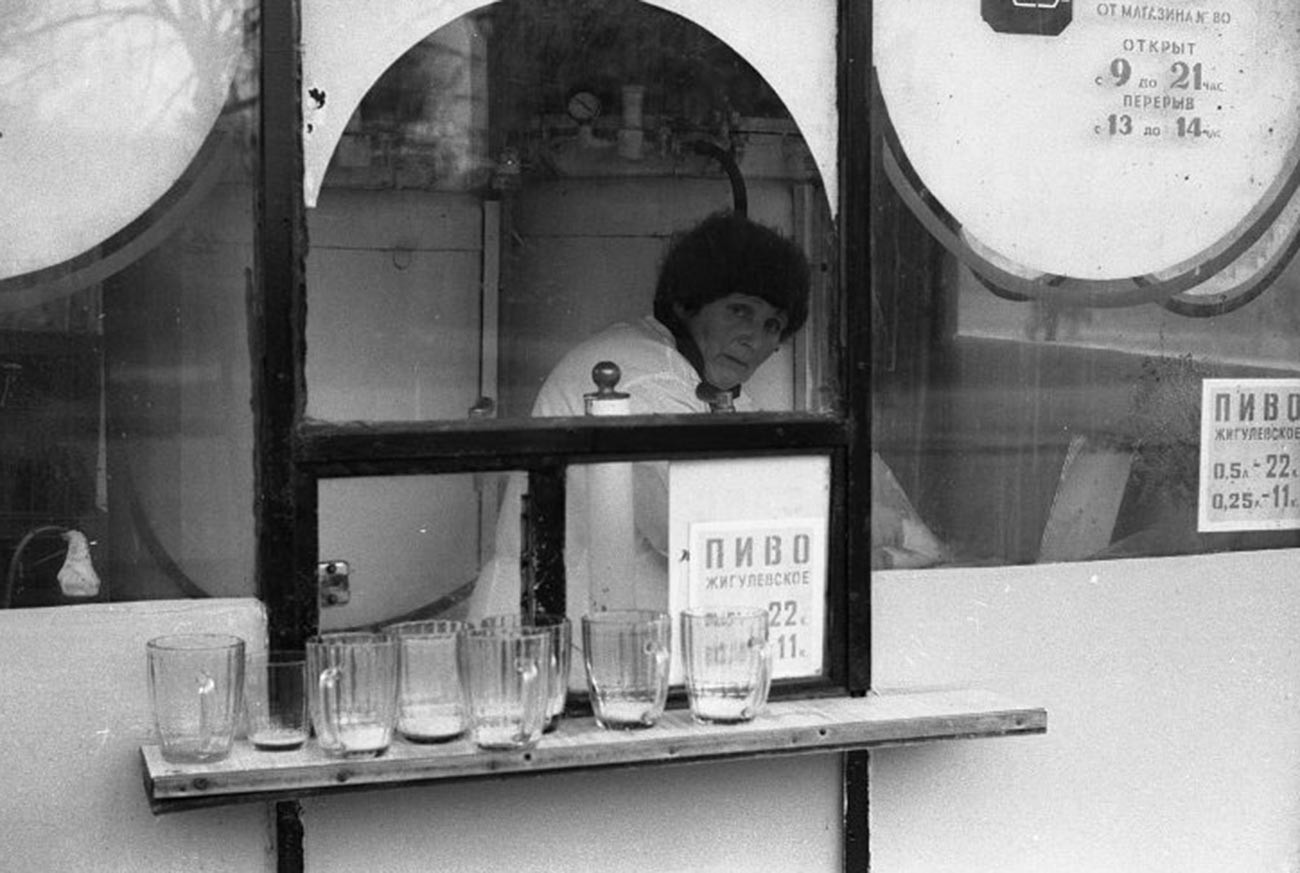 Un tipico chiosco per la vendita della birra al boccale, nel 1982